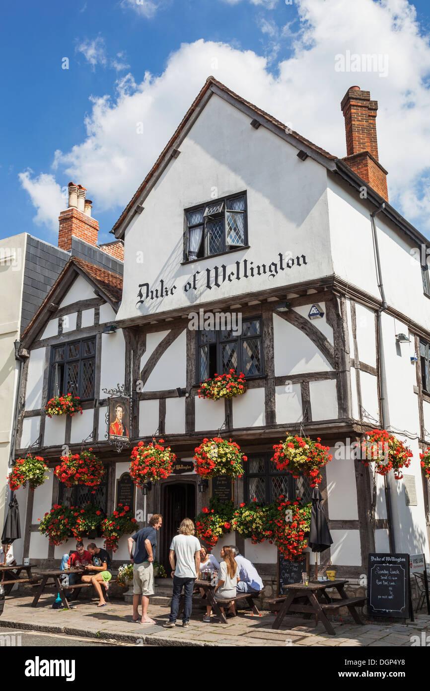 England, Hampshire, Southampton, Duke of Wellington Pub - Stock Image