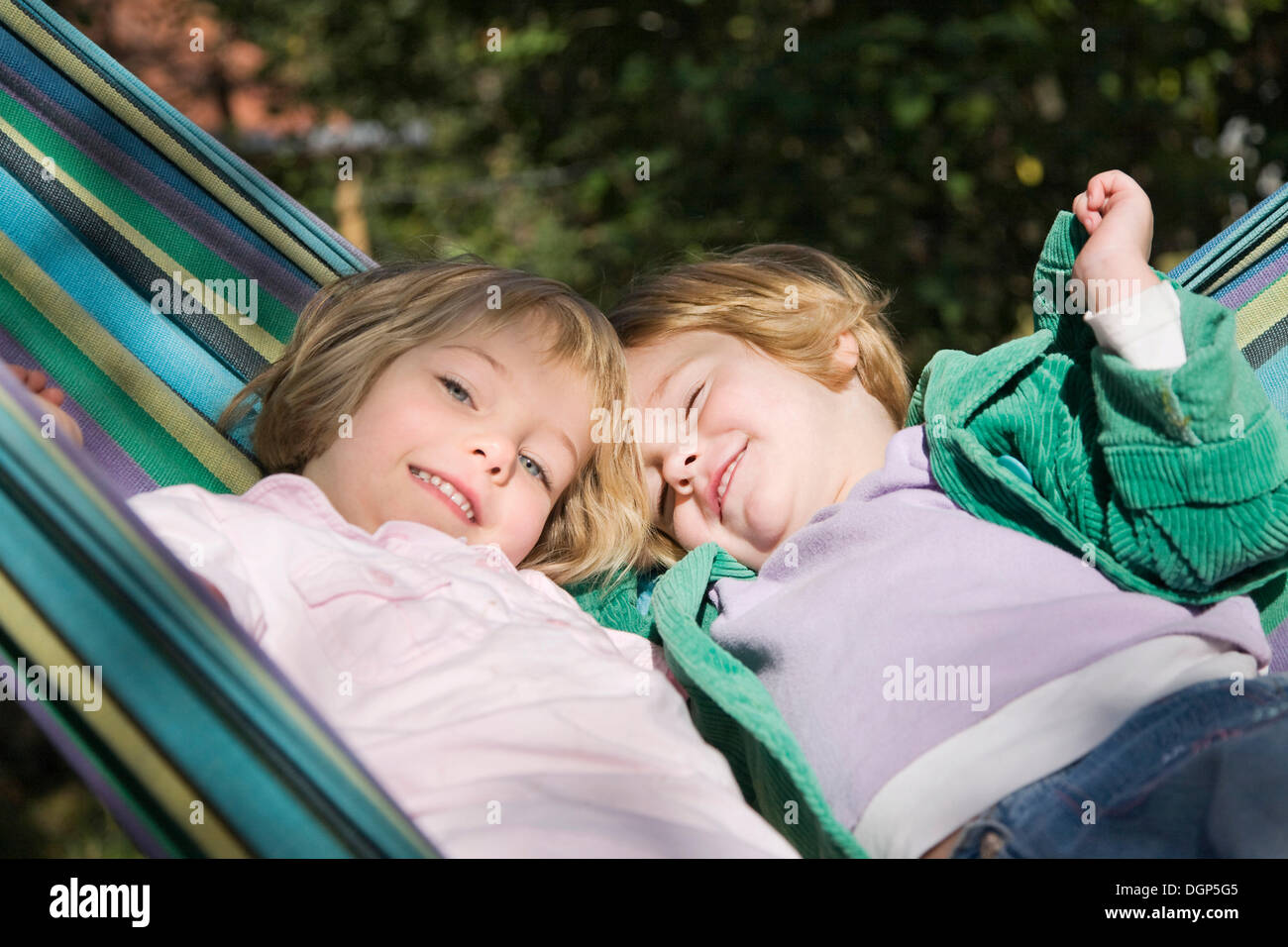 Two girls in a hammock - Stock Image