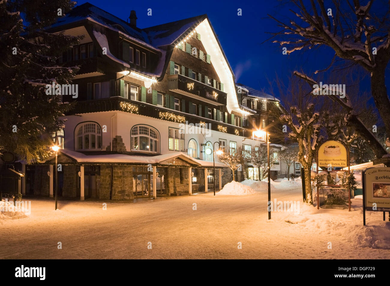 Titisee Neustadt In Winter Black Forest Baden Wuerttemberg Stock Photo Alamy