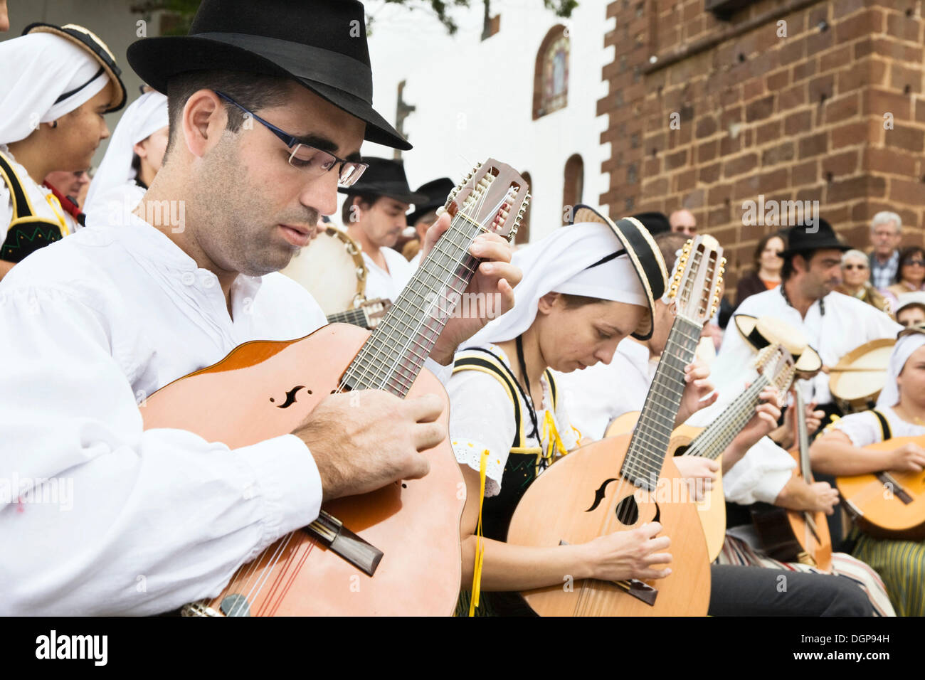 Traditional folk group at the market in Teguise, Lanzarote, Canary Islands, Spain, Europe - Stock Image