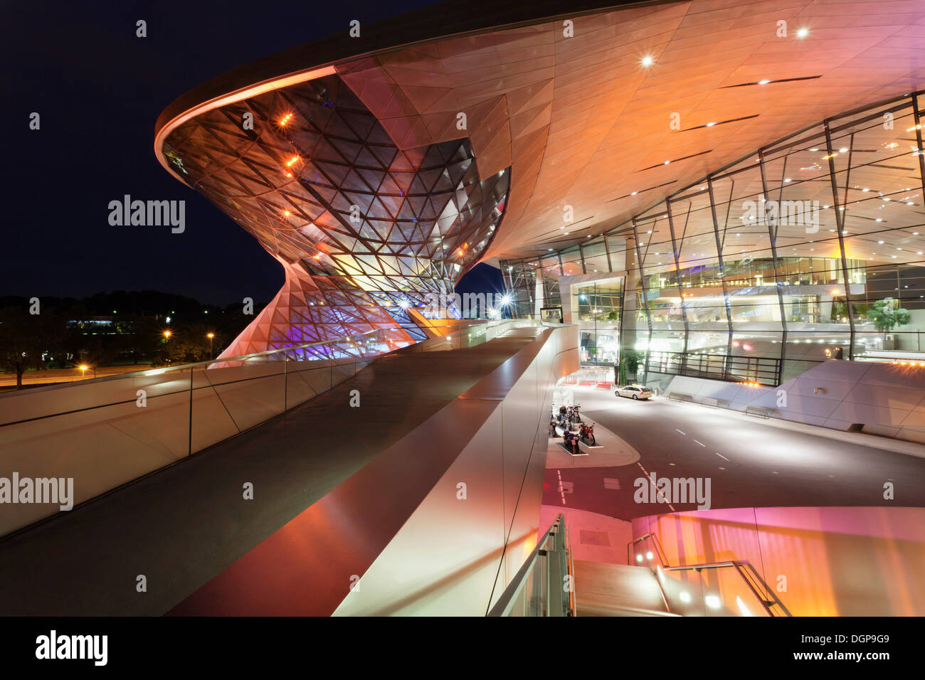 BMW Welt, a multi-functional customer experience and exhibition facility of the BMW AG, on Mittlerer Ring motorway - Stock Image