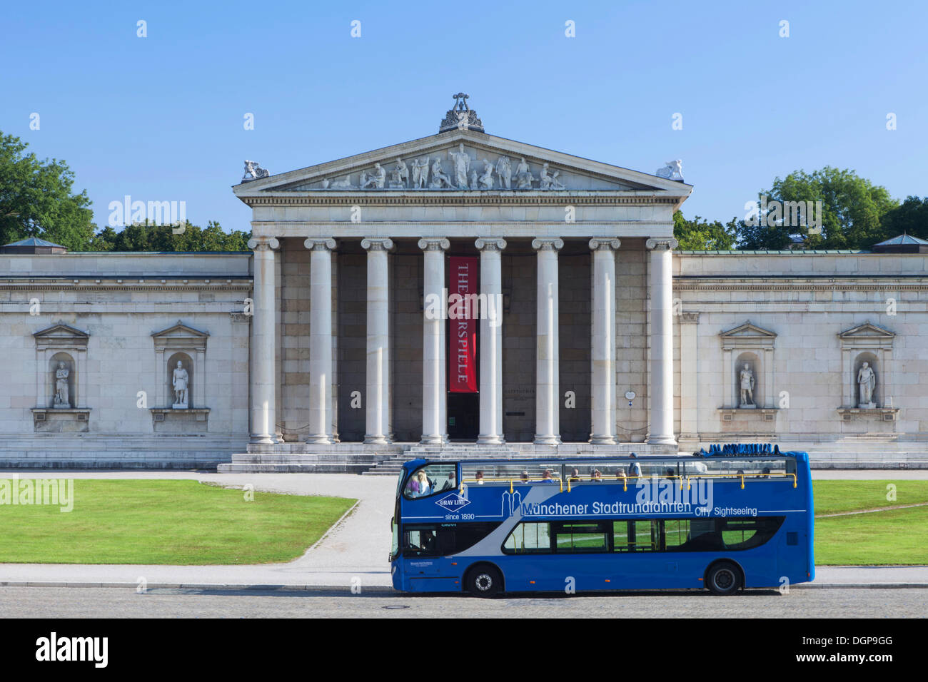 Bus for Munich city tours in front of the Glyptothek Museum, Munich, Upper Bavaria, Bavaria - Stock Image