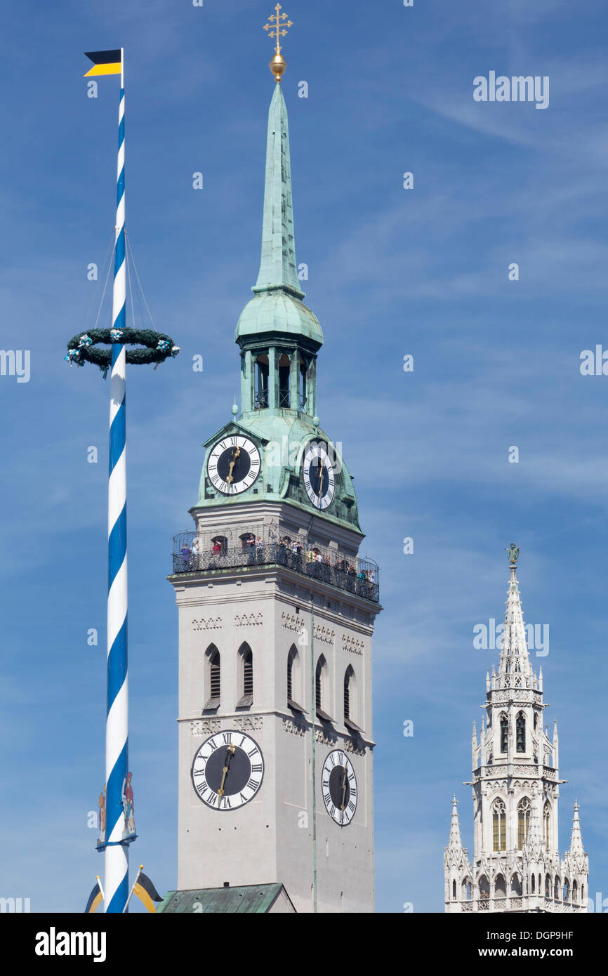 Maypole at Viktualienmarkt markets, steeple of the Church of St. Peter and the Old Town Hall, Munich, Upper Bavaria, Bavaria - Stock Image