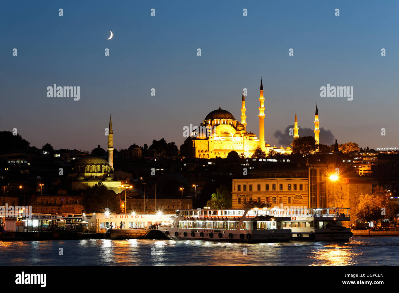 Golden Horn with the Eminönü neighbourhood, Rüstem Pasha Mosque, left, and Süleymaniye Mosque, right, Istanbul - Stock Image
