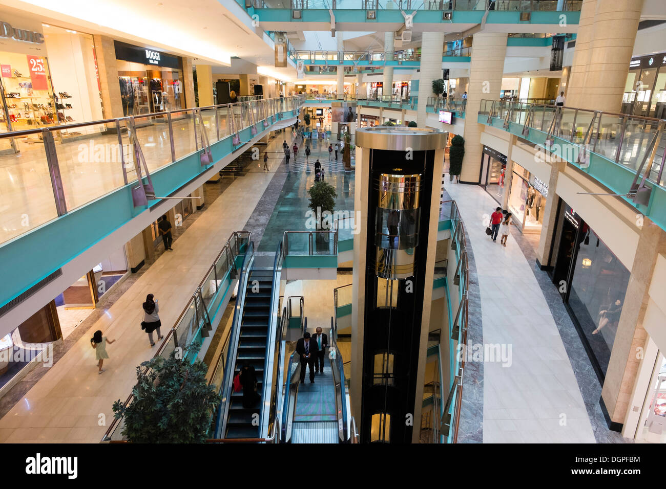 interior of abu dhabi mall shopping centre in abu dhabi uae stock photo 61960632 alamy. Black Bedroom Furniture Sets. Home Design Ideas