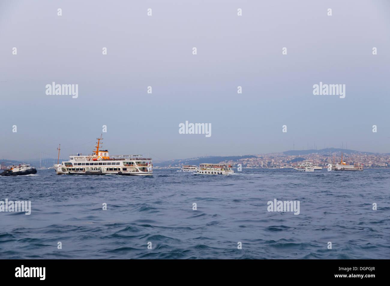 Ferries, Bosphorus, Istanbul, Turkey, Europe, Üsküdar in Asia on the right - Stock Image