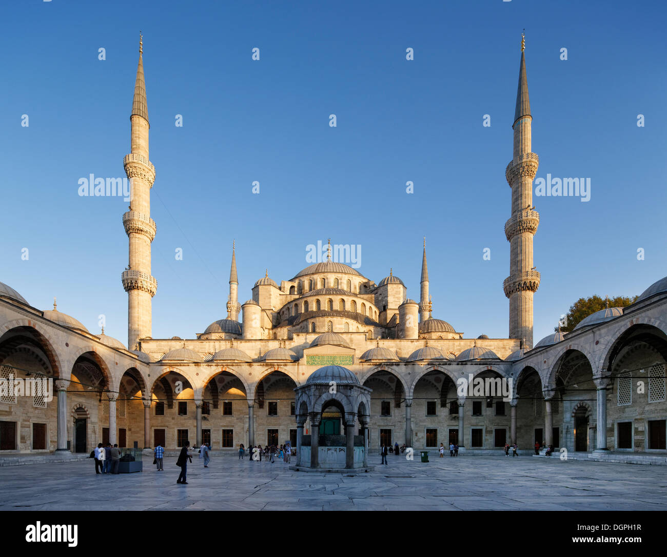 Forecourt, Blue Mosque, Sultan Ahmed Mosque or Sultanahmet ...