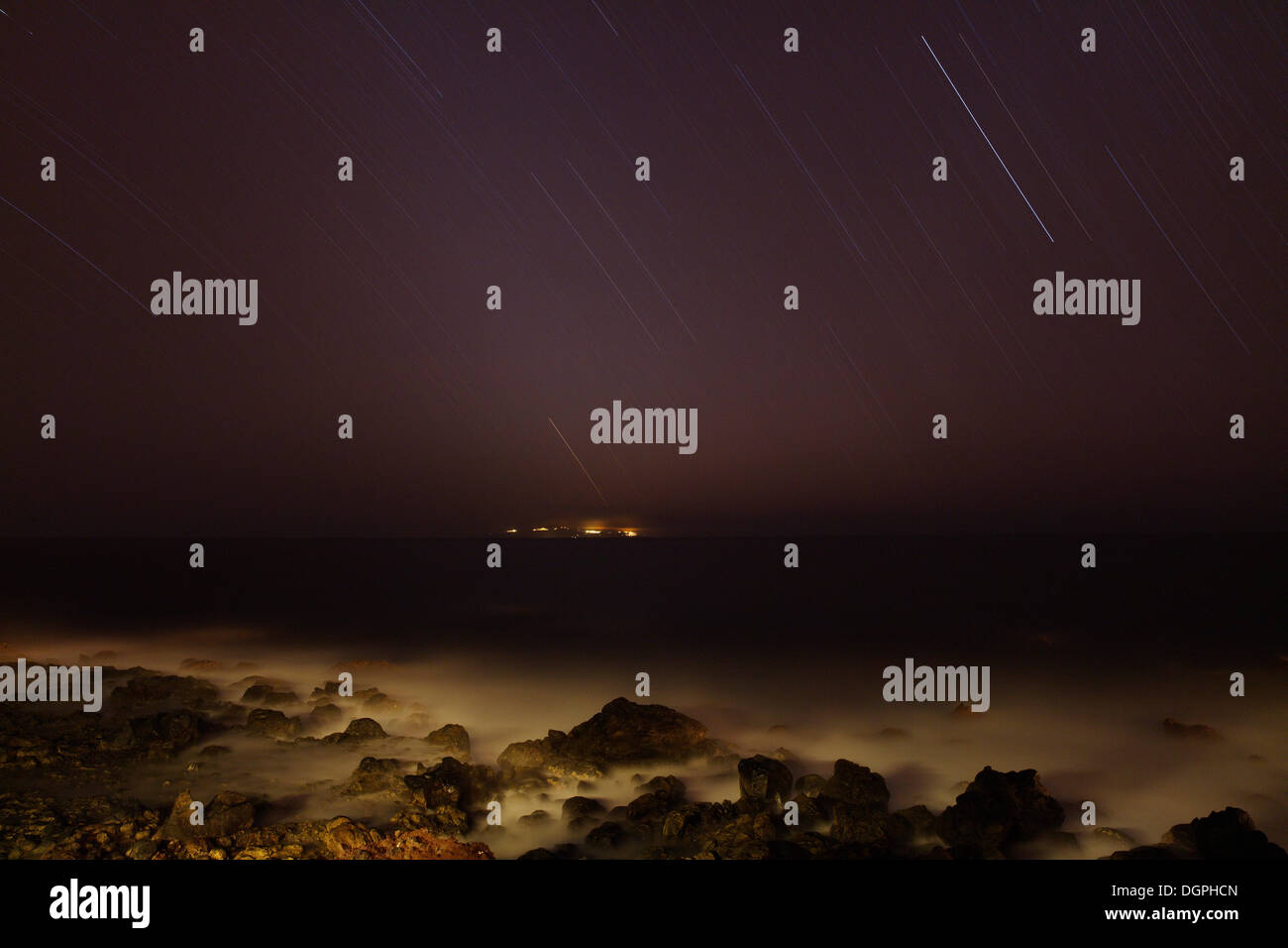 Star trails, exposed for 1 hour, coast with views towards the neighboring island of El Hierro, La Puntilla, Valle Gran Rey - Stock Image
