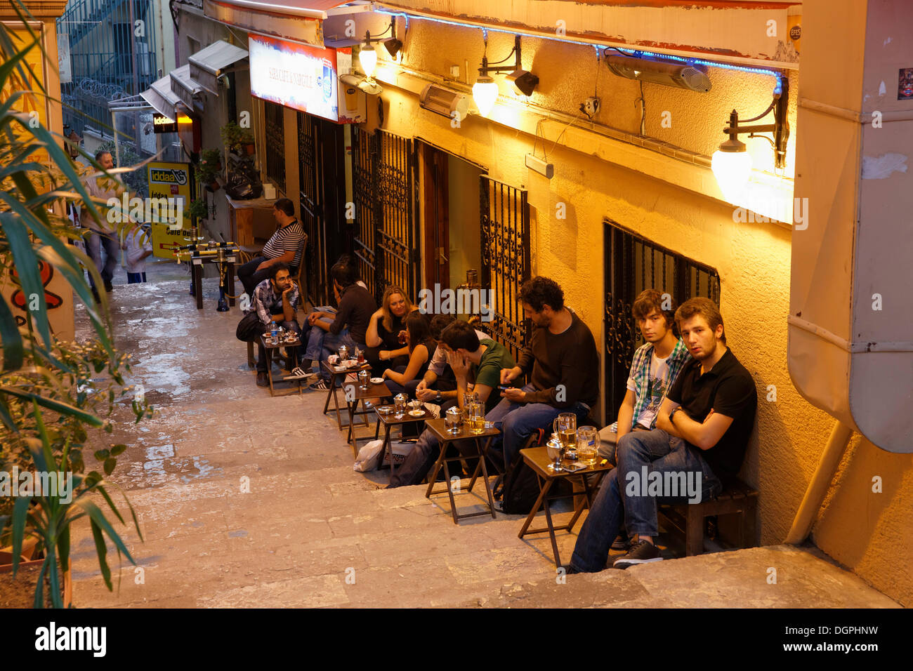Sidewalk cafe in an alley off Istiklal Caddesi or Independence Road, Beyoğlu, Istanbul, European side, Istanbul Province - Stock Image