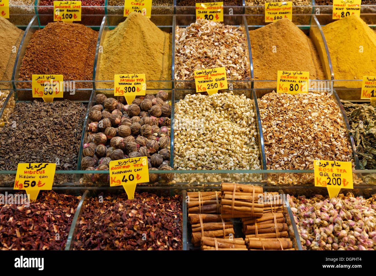 Various teas and spices, Egyptian Bazaar or Spice Bazaar, Misir Çarşısı, Eminönü, Istanbul, European side - Stock Image