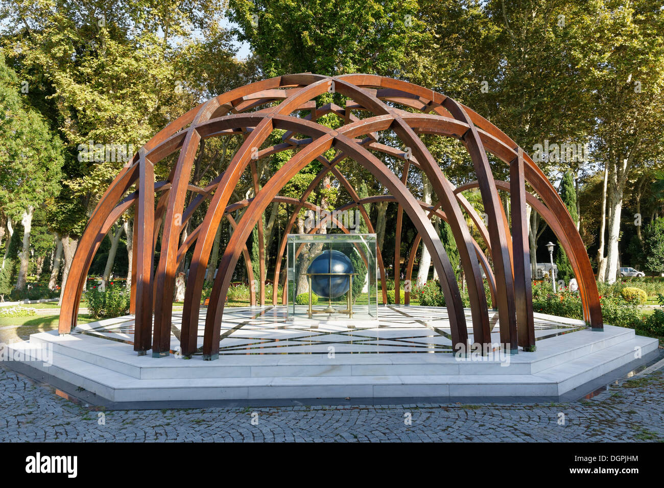 Sculpture in front of the Istanbul Museum for the History of Science and Technology in Islam, Gülhane-Park, Gülhane Park - Stock Image