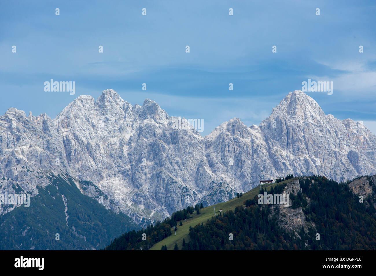Loferer Steinberge mountain range with foothill Buchensteinwand at front, from Mt Laerchfilzkogel near Fieberbrunnl, Tyrol - Stock Image