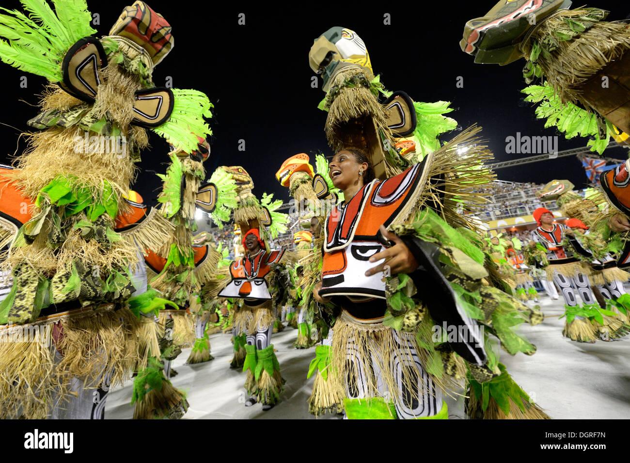 Brasil, Rio de Janeiro, Carnival, Samba schools performing in costumes - Stock Image