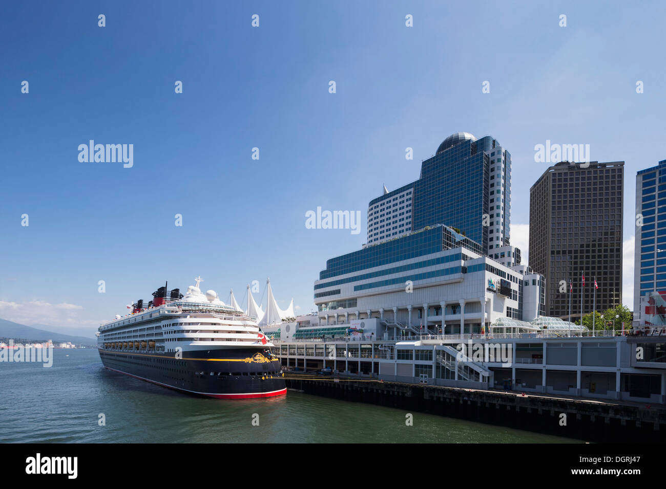 Canada, British Columbia, Vancouver, Cruise liner at Canada Place - Stock Image