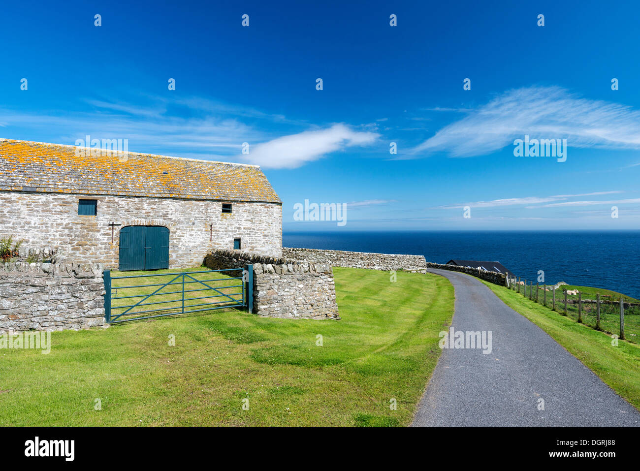 Farmhouse on the North Sea coast near Dunbeath, Caithness County, Scotland, United Kingdom, Europe - Stock Image