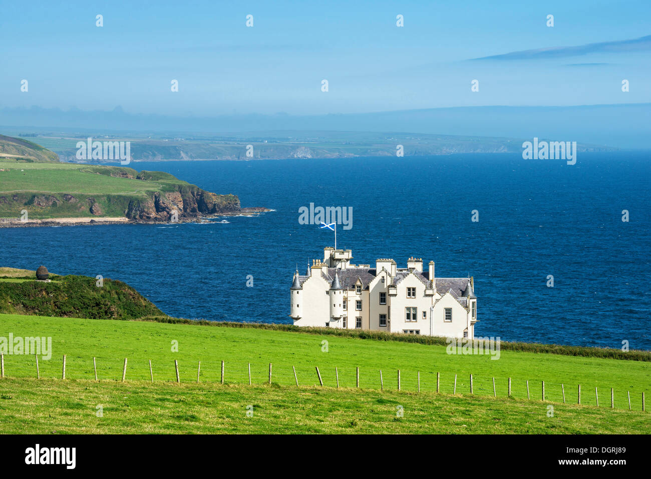 Dunbeath Castle in front of the North Sea, Caithness County, Scotland, United Kingdom, Europe Stock Photo