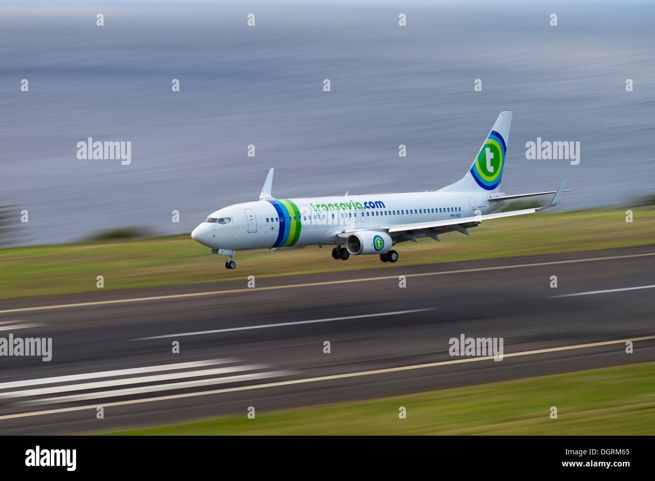 Landing approach of passenger plane of Transavia Airlines at the airport of Madeira, LPMA, Funchal Airport or Airport Santa - Stock Image