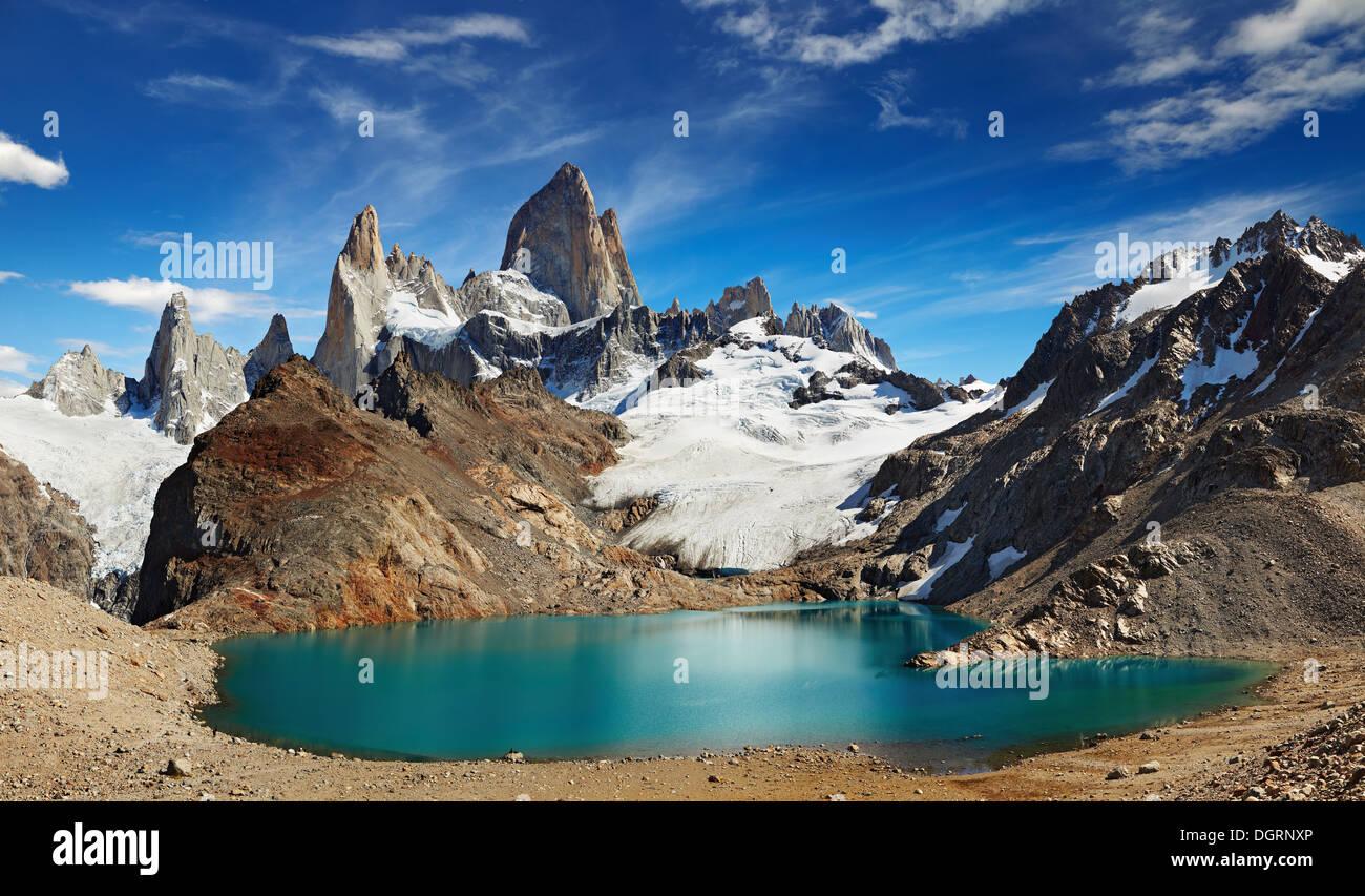 Laguna de Los Tres and mount Fitz Roy, Los Glaciares National Park, Patagonia, Argentina - Stock Image