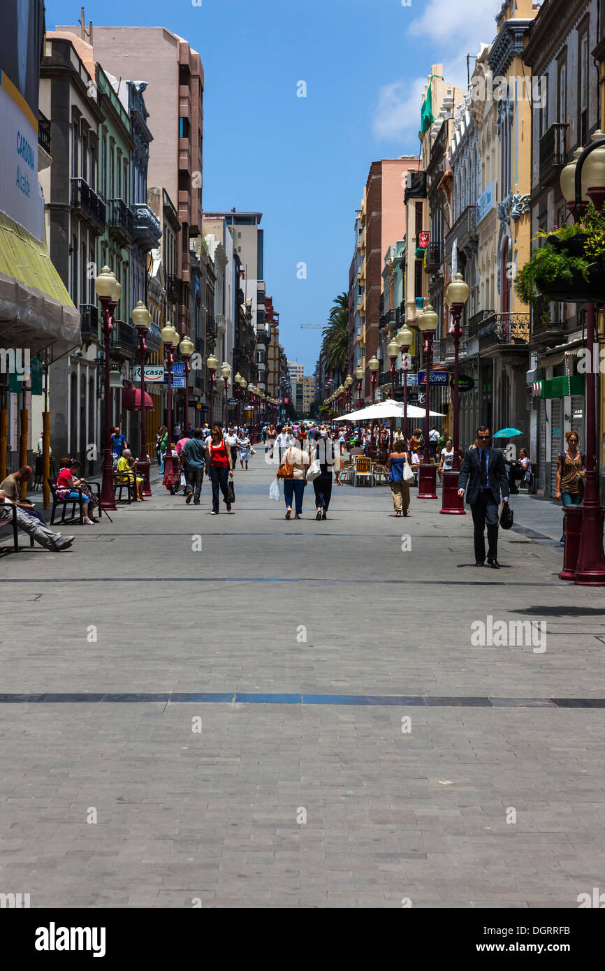 Main shopping street, Calle Tirana, historic town centre of Las Palmas, Gran Canaria, Canary Islands, Spain, Europe - Stock Image
