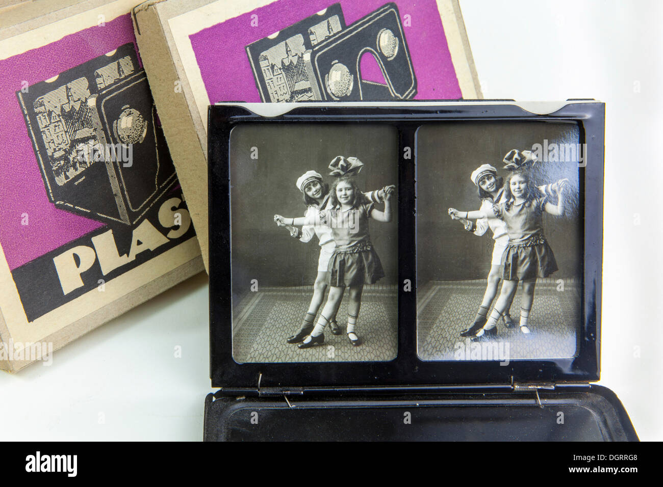 Stereoscopy, stereoscopic photos, 3D photo viewer, historical 3D photography, around 1920 - Stock Image