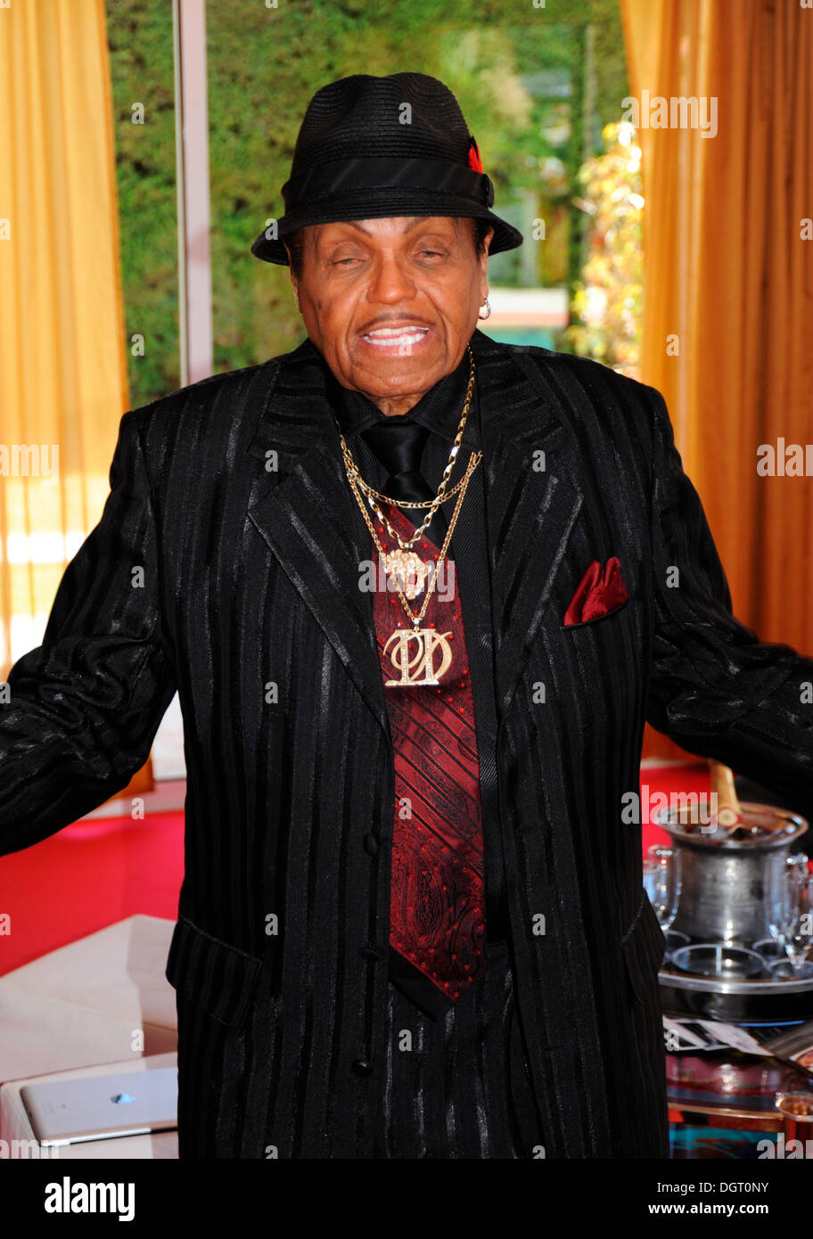 Joe Jackson arrives at Villa Oxygen during the 64th International Film Festival of Cannes, 2011, Cannes, France, Europe - Stock Image