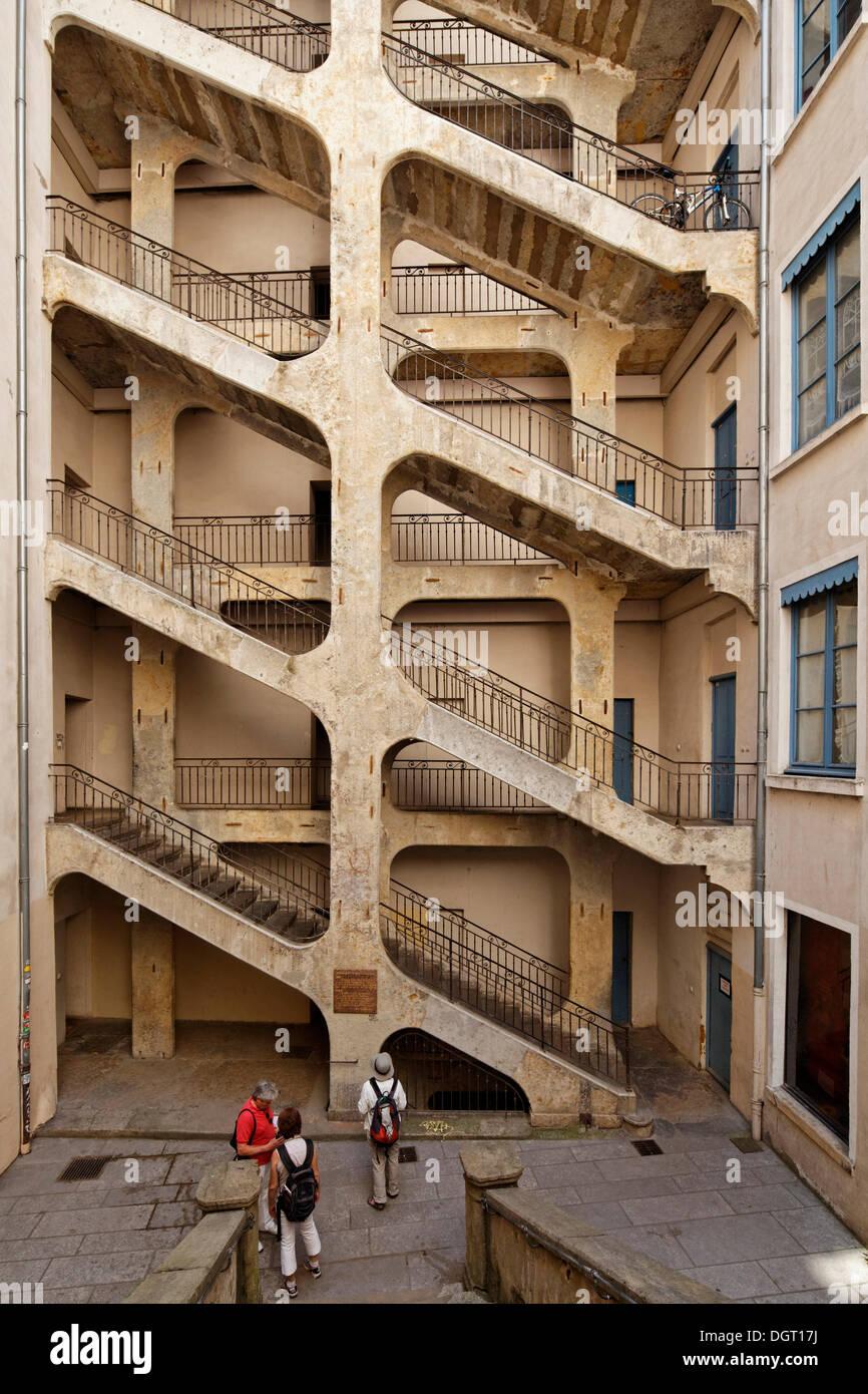 Traboules stairs in Croix-Rousse, Lyon, Département Rhône, France, Europe - Stock Image