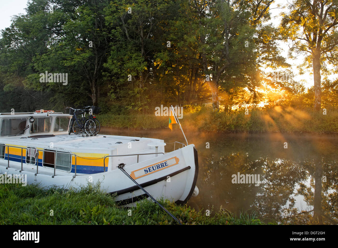 Houseboat on the Canal des Vosges, formerly the Canal de l'Est, at PK 88, summit level of the canal - Stock Image