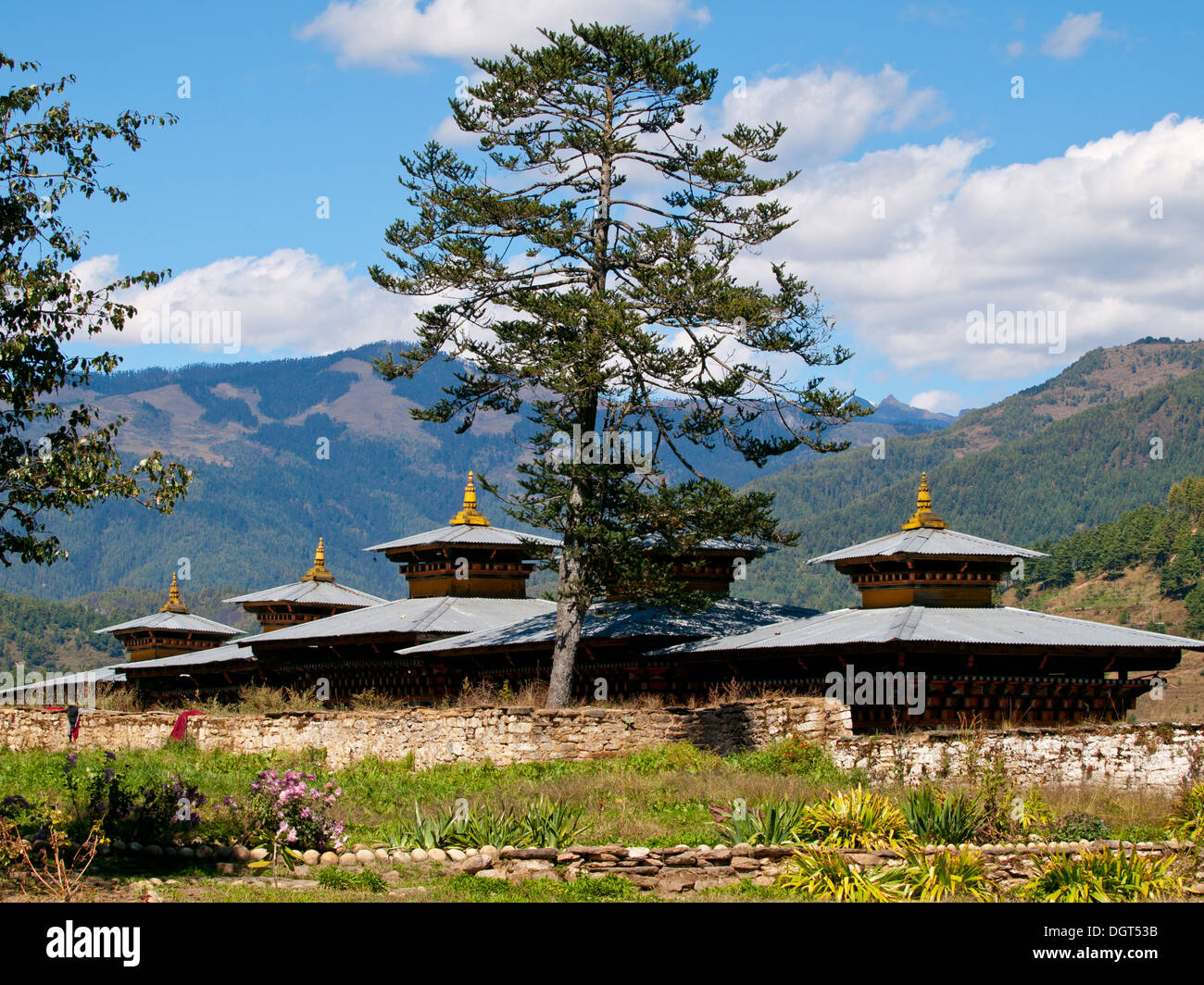 View of a monastery in Jakar in the Bumthang valley (Bhutan) - Stock Image