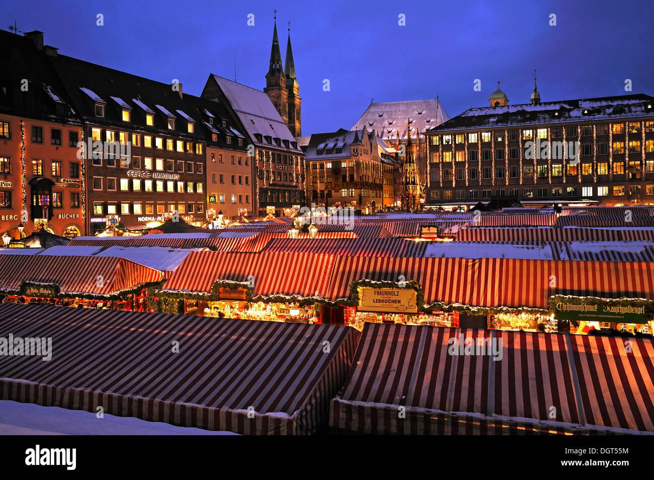Illuminated Nuremberg Christmas market, Town Hall, Schoene Brunnen ...