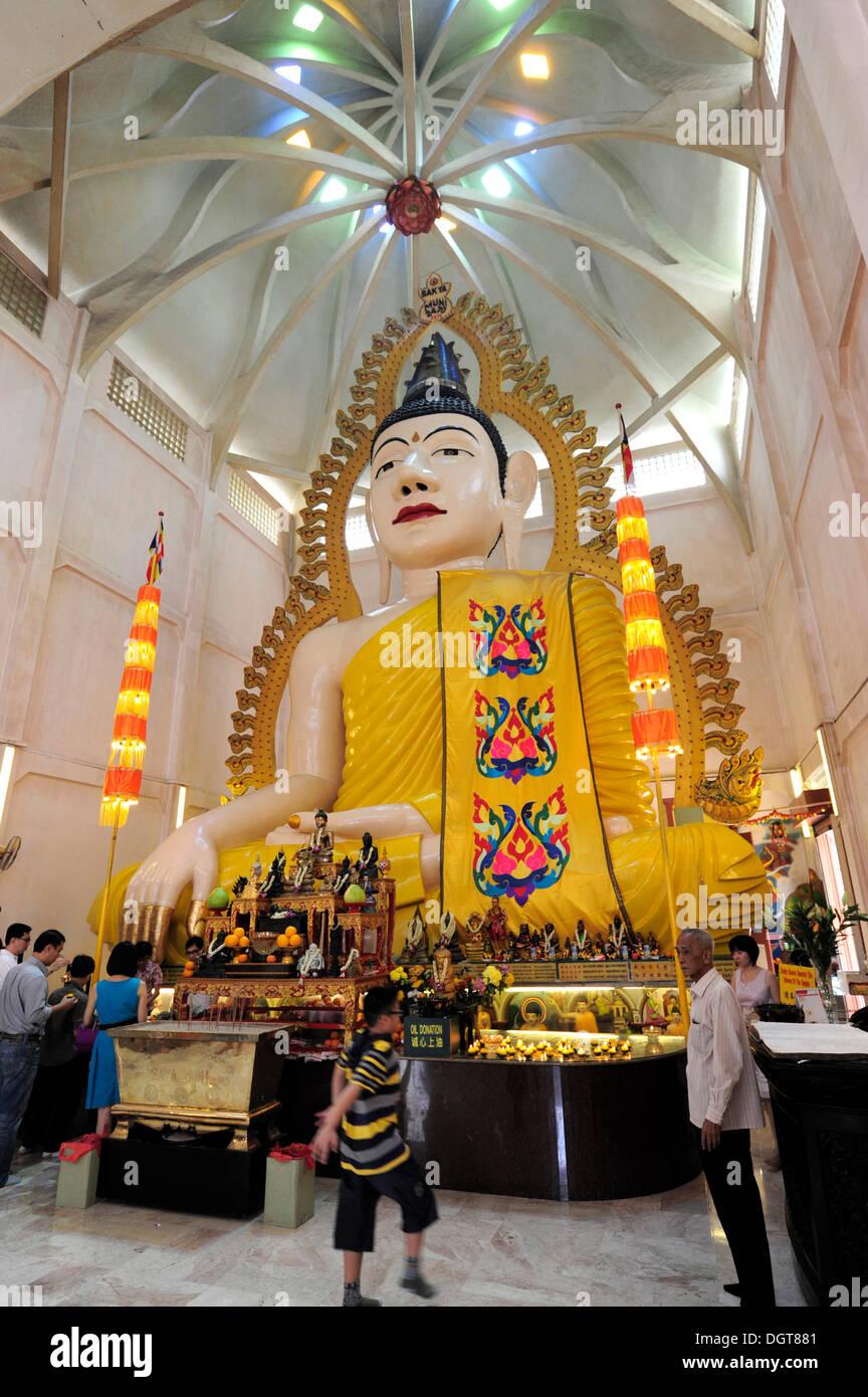 Buddha statue in the Sakya Muni Buddha Gaya Temple, the Temple of 1000 Lights, a Buddhist temple in the Indian district - Stock Image