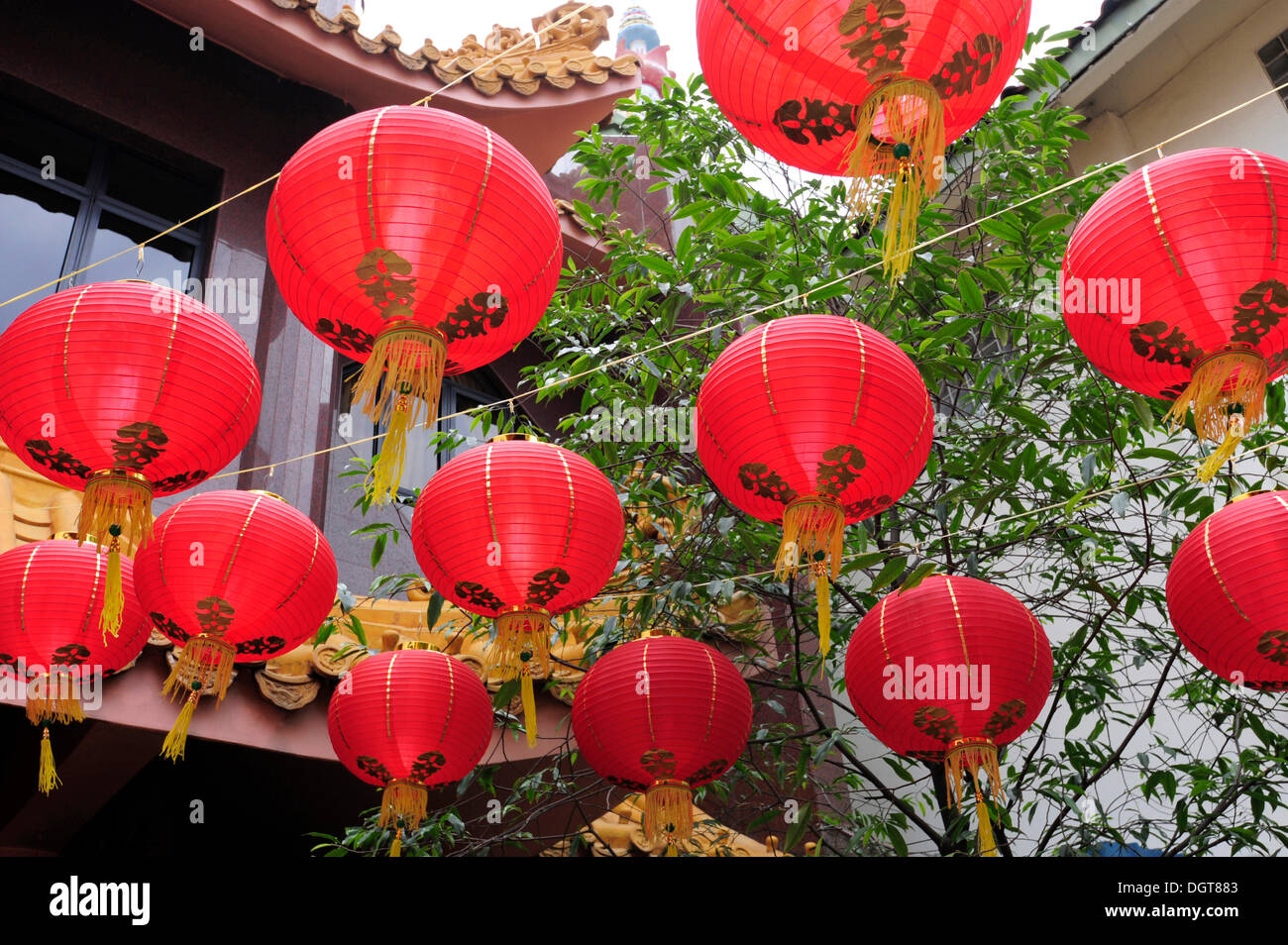 Red lanterns in front of the Sakya Muni Buddha Gaya Temple, Temple of 1000 Lights, a Buddhist temple in the Indian district - Stock Image