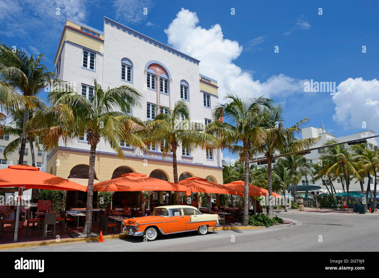 A classic car parked on Ocean Drive, South Beach, Miami, Florida, USA - Stock Image