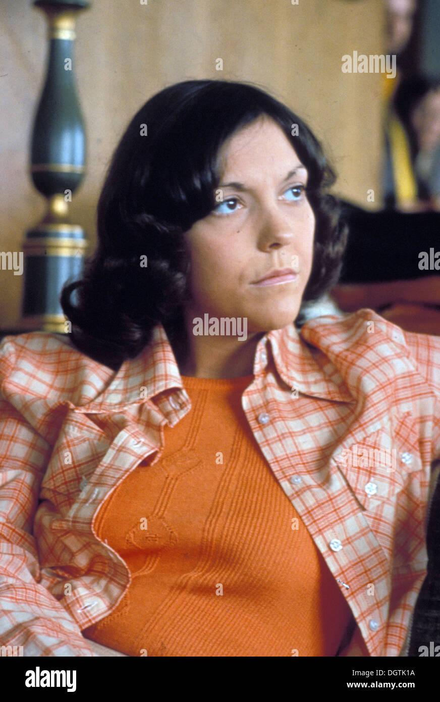 https://c8.alamy.com/comp/DGTK1A/karen-carpenter-1950-1983-american-singer-about-1976-photo-laurens-DGTK1A.jpg