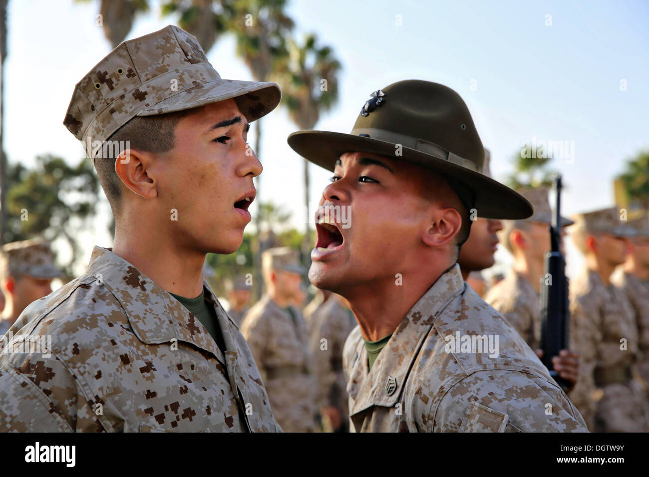 A US Marine Corps drill instructor screams at a recruit during inspection October 21, 2013 in San Diego, CA. - Stock Image