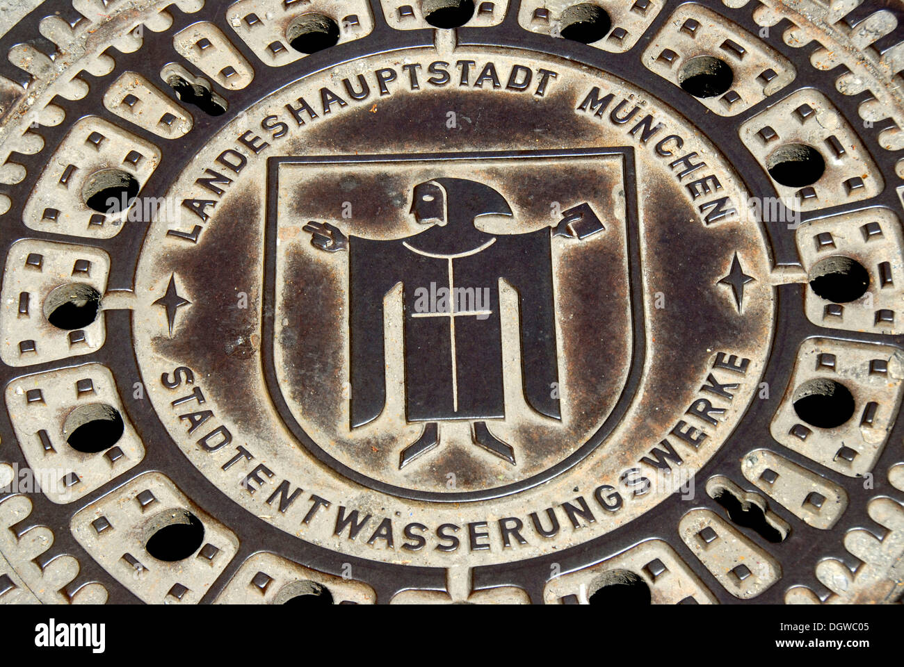 Iron drain cover of the municipal drainage works, waterworks, sewerage, Kindl coat of arms of Munich, Munich, capital - Stock Image
