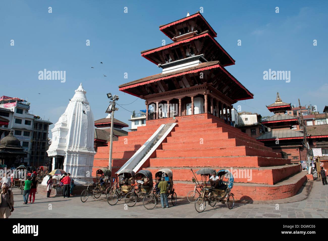 Hinduism, three-story Nepalese pagoda, architecture of the Newar, Shiva Temple Maju Deval, white shikhara, Durbar Square - Stock Image