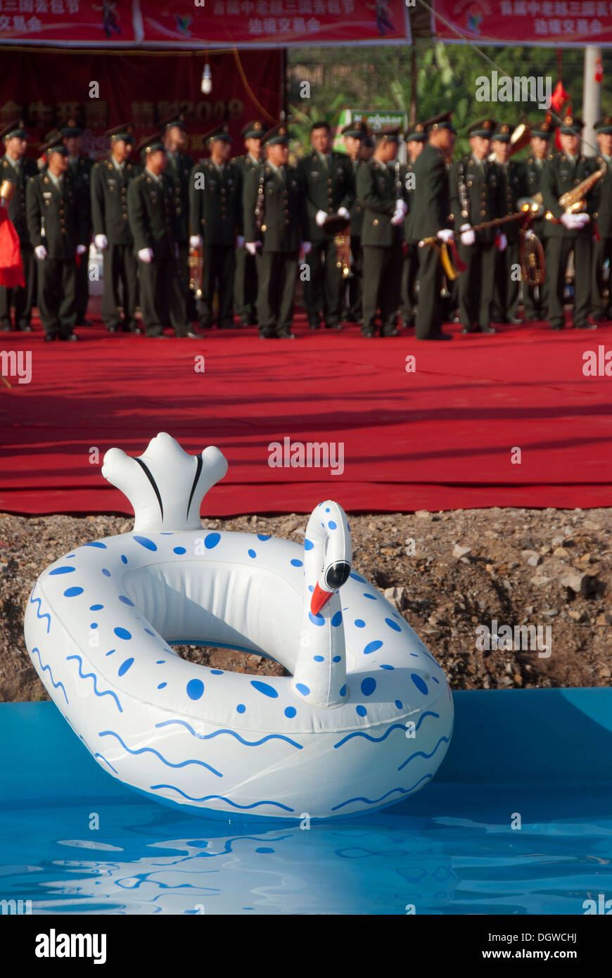 Military Band of the Army behind a swan-shaped inflatable boat, Festival in Jiangcheng, Pu'er City, Yunnan Province Stock Photo