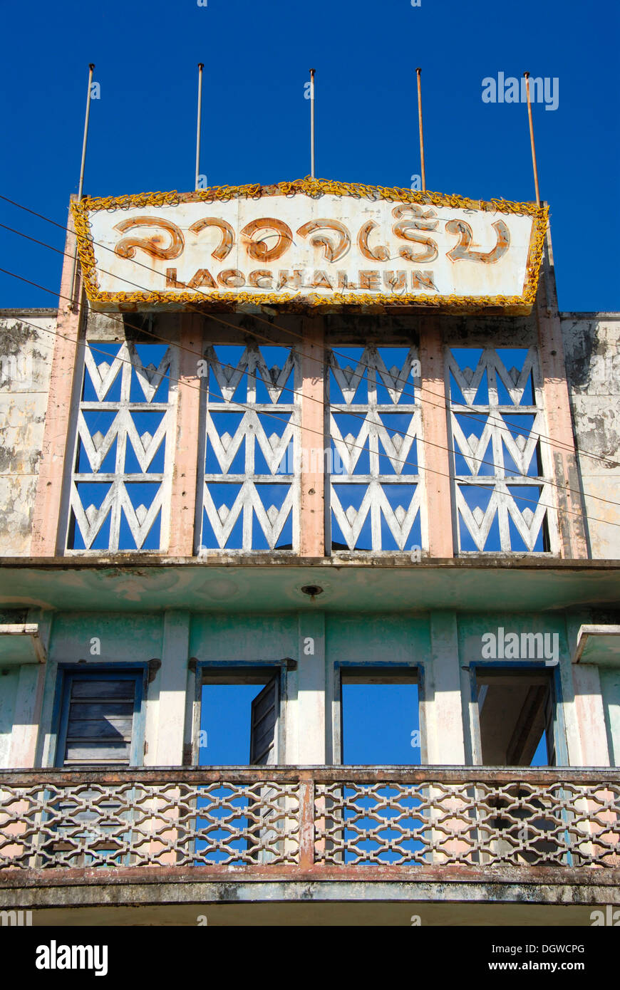 French colonial period, decay, architecture, Art Deco, old theater Lao Chaleune, Savannakhet, Laos, Southeast Asia, - Stock Image