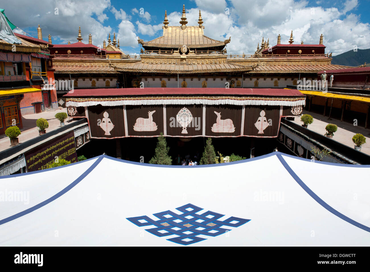 Tibetan Buddhism, tent roof with an endless knot emblem, Jokhang Temple, Lhasa, Ue-Tsang, Central Tibet, Tibet Autonomous Region - Stock Image
