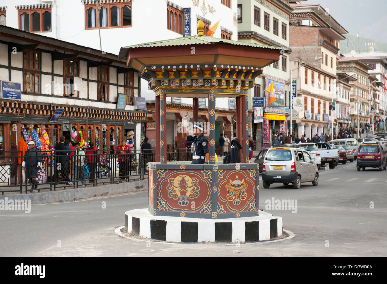 Traffic cop directing traffic by hand signal, Norzin Lam Street, town centre, capital of Thimphu, Kingdom of Bhutan, South Asia - Stock Image