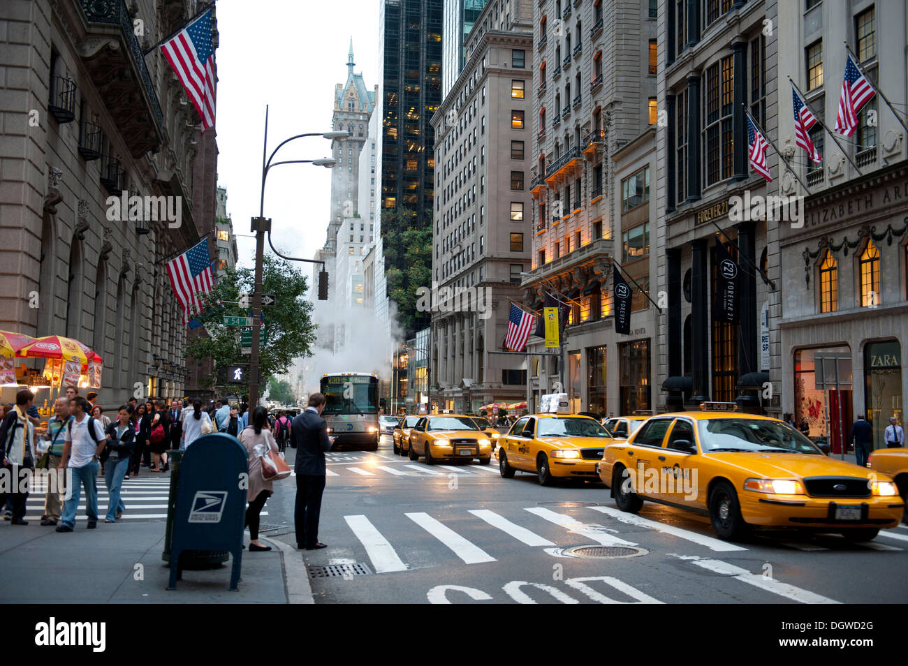 Traffic at dusk, yellow cabs, taxis, 5th Avenue, Midtown, Manhattan New York City, USA, North America, America - Stock Image