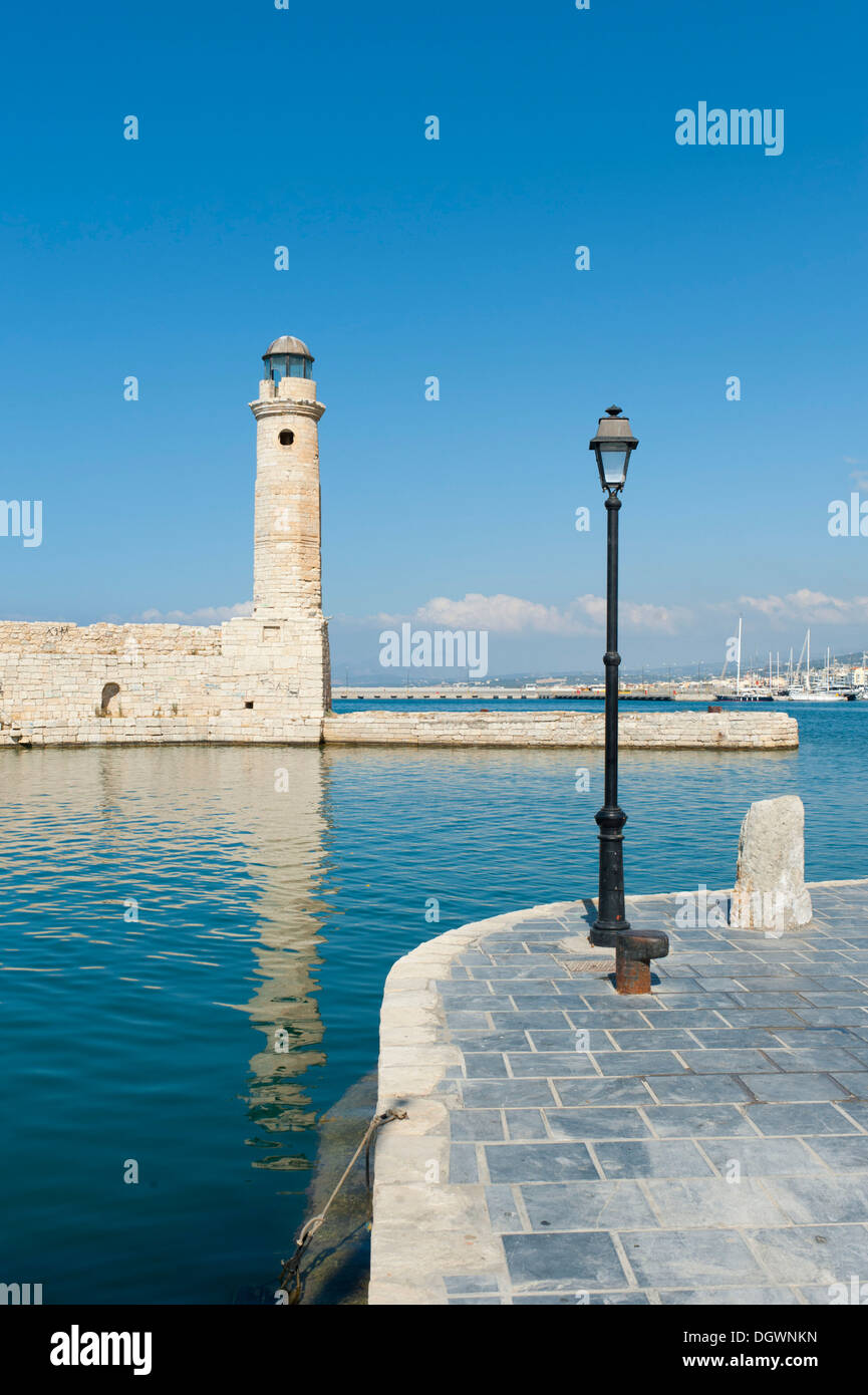 Lighthouse and lantern in the Venetian harbour, Rethymno, Rethymnon, Crete, Greece, Europe - Stock Image