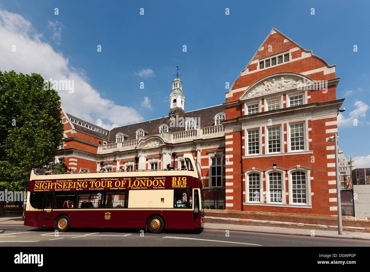 Big Bus City Tours, sightseeing bus in front of a brick building, Queen Elizabeth Street, London, England, United Kingdom - Stock Image