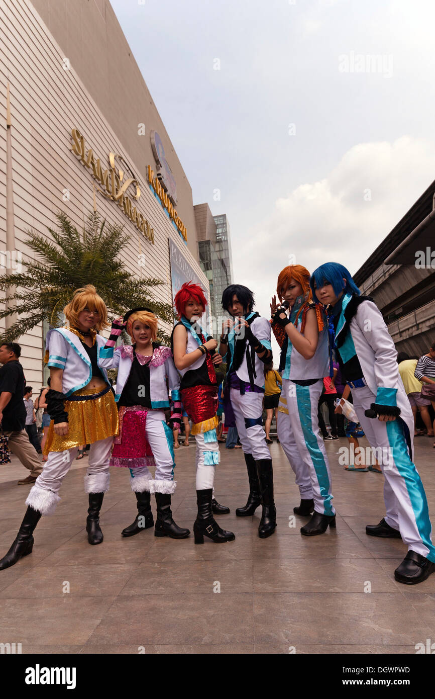 Cosplay, Harajuku, group of fans dressed as Japanese manga characters in front of the Siam Paragon shopping centre, Bangkok - Stock Image