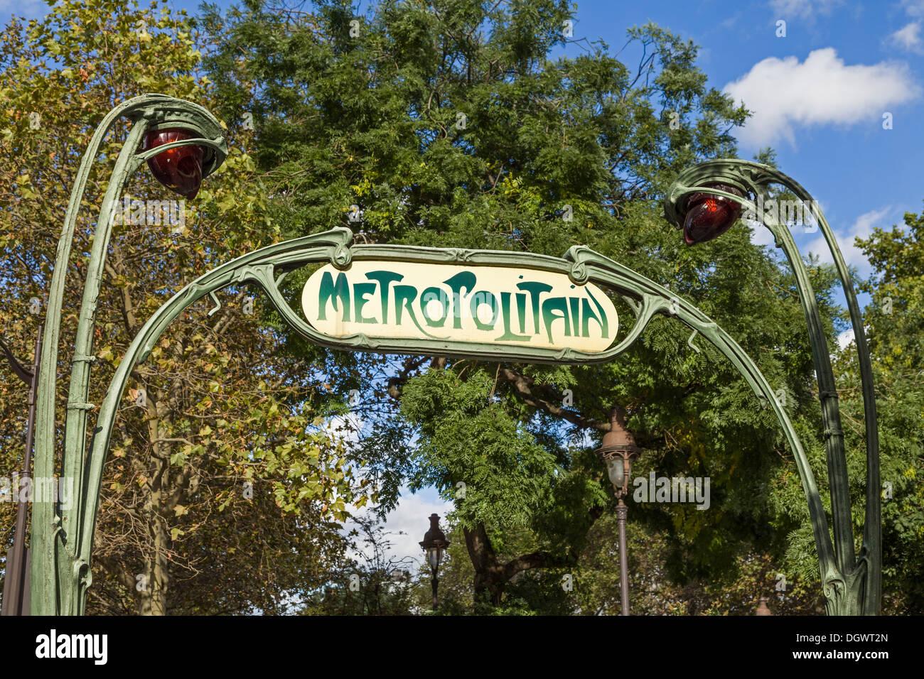 Hector Guimard Art Nouveau Paris Métro entrance (Richard-Lenoir station), Paris, France - Stock Image