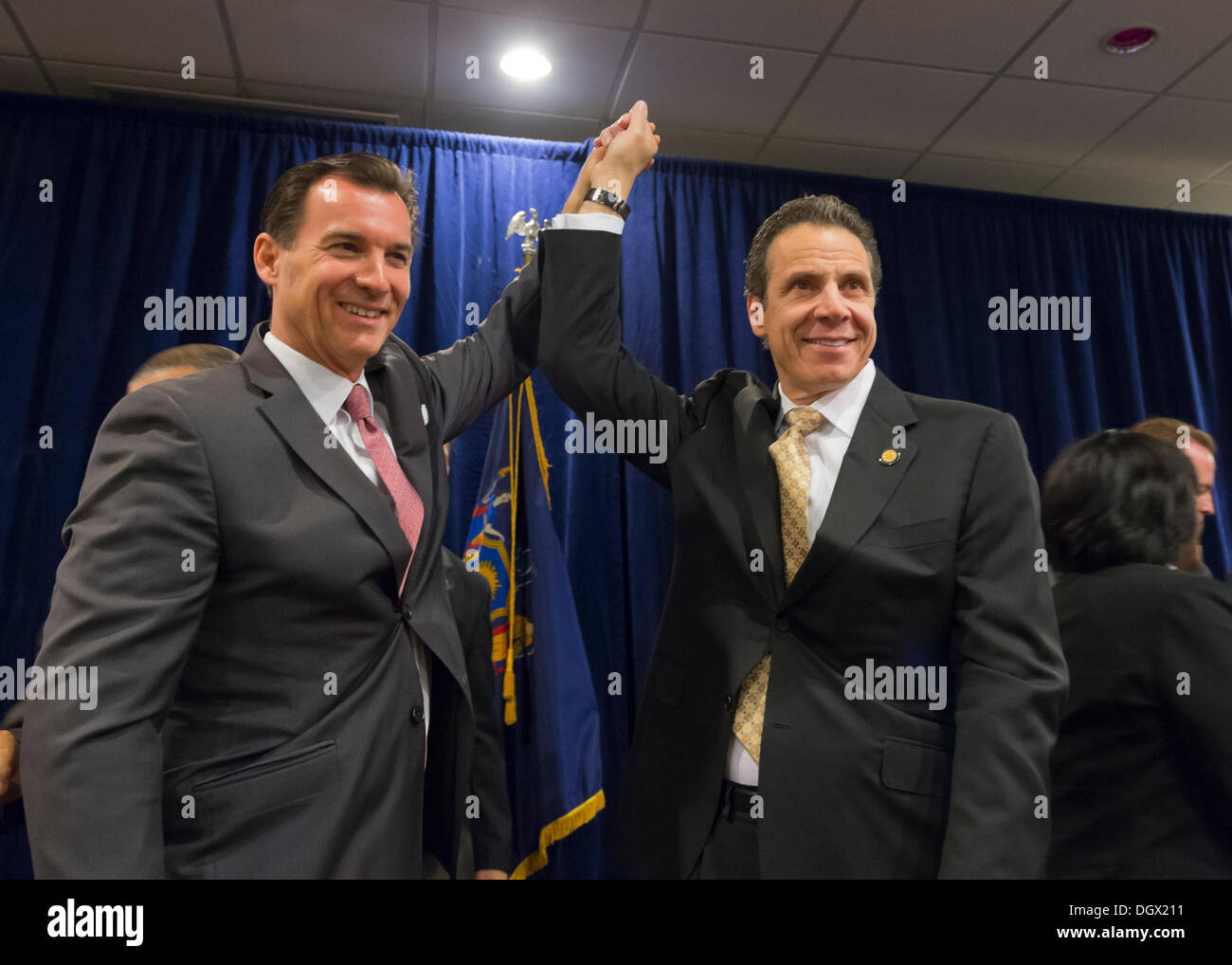 Albertson, New York, U.S. 26th October 2013. R-L, New York Governor ANDREW CUOMO endorses TOM SUOZZI for Nassau County Executive, with supporters, including veterans, union members, and Democratic candidates for office in Nassau and Suffoilk Counties in Long Island, filling the announcement room at the Albertson Veterans of Foreign Wars VFW Post. Democrat Suozzi, the former Nassau County Executive, and Republican encumbant Mangano face each other in a rematch in the upcoming November 5th election. © Ann E Parry/Alamy Live News - Stock Image