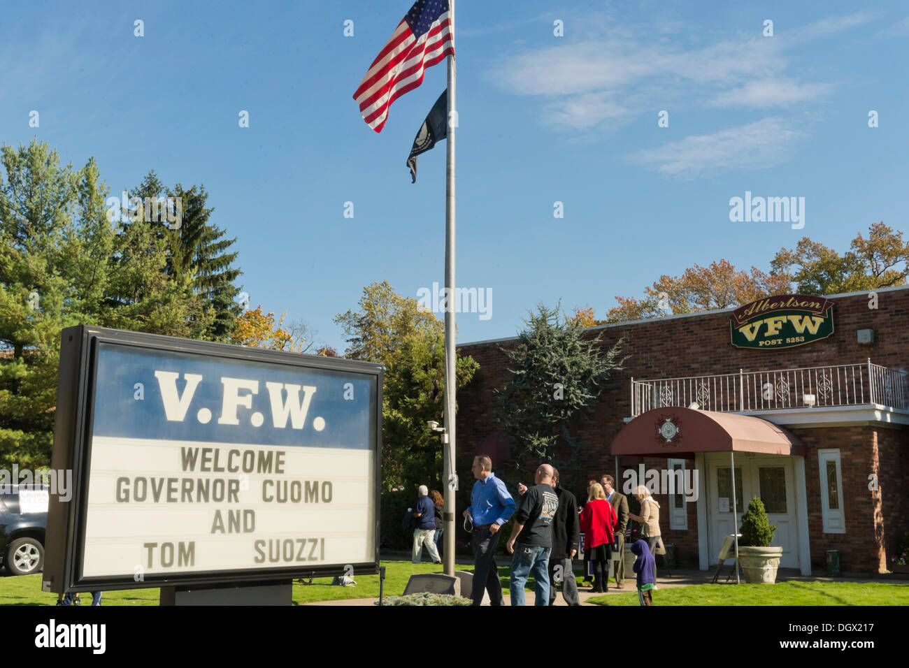 Albertson, New York, U.S. 26th October 2013. New York Governor Cuomo endorses Suozzi for Nassau County Executive at the Albertson Veterans of Foreign Wars VFW Post. Democrat Suozzi, the former Nassau County Executive, and Republican encumbant Mangano face each other in a rematch in the upcoming November 5th election. © Ann E Parry/Alamy Live News - Stock Image