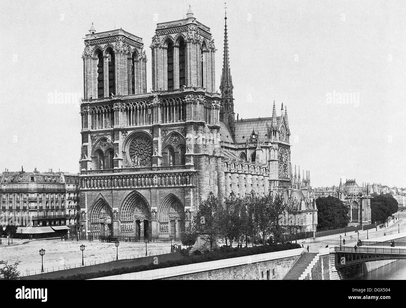 Old Photograph Of The Notre Dame Cathedral In Paris 1890
