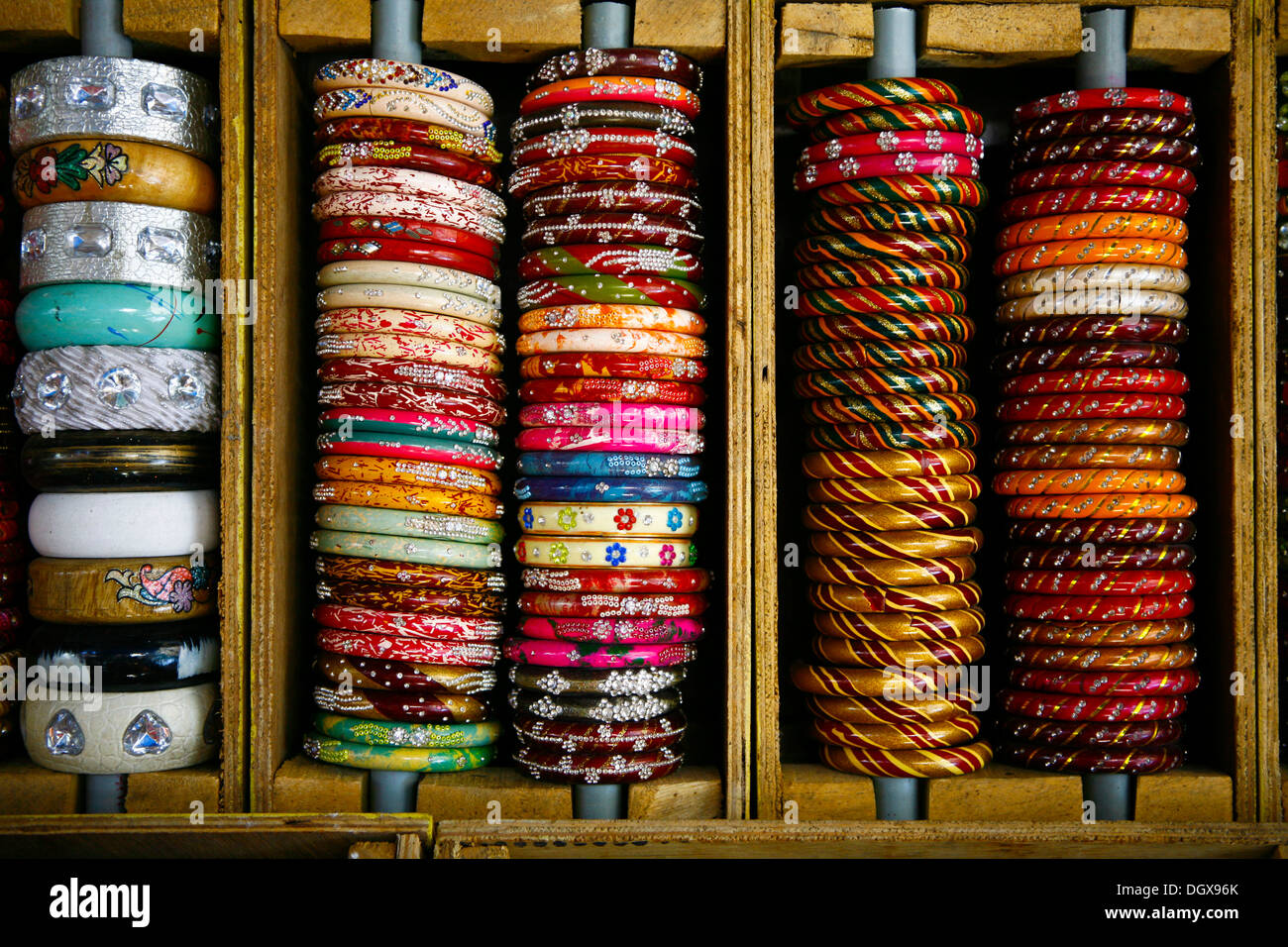 Traditional colourful Indian bangles for sale, Bundi, Rajasthan, India - Stock Image