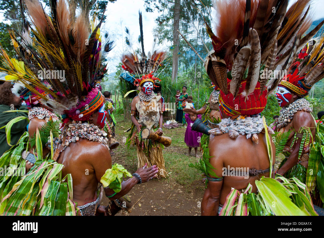 Tribal members in colourful decorations and face paint are celebrating at the traditional Sing Sing gathering in the highlands - Stock Image